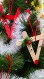 Met de hand gemaakte Kerstmisornamenten van kinderen Royalty-vrije Stock Foto's