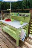 Met de hand gemaakte keuken voor een kind om te spelen met Stock Foto's