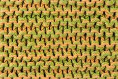 Met de hand gemaakte kleurrijke breiende textuurachtergrond stock foto's
