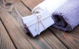 Met de hand gemaakte lavendelzeep Royalty-vrije Stock Foto's