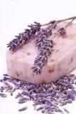 Met de hand gemaakte natuurlijke lavendelzeep royalty-vrije stock afbeelding
