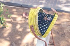 Met de hand gemaakte natuurlijke organische rotanhandtas Tropisch Eiland Bali Eco-zak concept Ecobags van Bali stock afbeelding