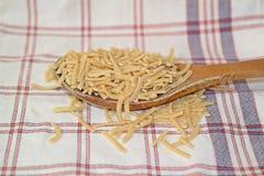 Met de hand gemaakte noedels, Turks voedsel, noedelsvoedsel Stock Afbeeldingen