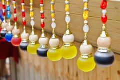 Met de hand gemaakte ornamenten die tegenhanger hangen Royalty-vrije Stock Afbeelding