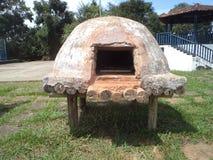 Met de hand gemaakte oven die van klei wordt gemaakt royalty-vrije stock afbeelding
