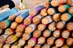 Met de hand gemaakte paraplu in Thailand Stock Foto's