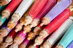 Met de hand gemaakte paraplu in Thailand Stock Fotografie
