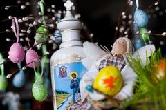Met de hand gemaakte pop binnen in Pasen Royalty-vrije Stock Fotografie