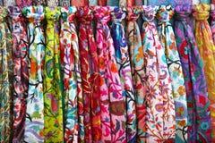 Met de hand gemaakte stof van verschillende kleuren met knopen, traditionele Uzbek Royalty-vrije Stock Afbeeldingen