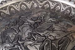 Met de hand gemaakte Traditionele Perzische die Toreutic-Plaat op het Metaal wordt gesneden Royalty-vrije Stock Afbeelding