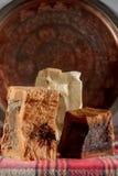 Met de hand gemaakte zeep met de kuiperplaat in Turkse hamam traditioneel kuuroord stock afbeeldingen