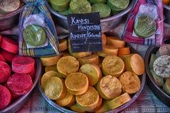 Met de hand gemaakte zeep in de markt Stock Foto's