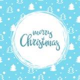 Met de hand geschreven inschrijvings Vrolijke Kerstmis en patern met kleine Kerstmisbomen Het kan voor prestaties van het ontwerp Stock Foto's