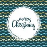 Met de hand geschreven inschrijvings Vrolijke Kerstmis en patern met kleurrijke zigzaglijnen Het kan voor prestaties van het ontw Royalty-vrije Stock Foto's