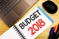 Met de hand geschreven teksttitel die Begroting 2018 tonen Bedrijfsconcept die voor Huishouden schrijven die boekhouding planning Royalty-vrije Stock Foto's