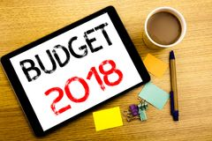 Met de hand geschreven teksttitel die Begroting 2018 tonen Bedrijfsconcept die voor Huishouden schrijven die boekhouding planning Stock Foto