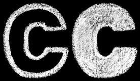 Met de hand geschreven witte krijt Engelse die brieven C op zwarte rug worden geïsoleerd Royalty-vrije Stock Foto's