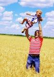 Met de papa cheerfully om te lopen Stock Afbeelding
