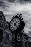 Met de wijzers van de klok mee of tegen de wijzers van de klok in? Royalty-vrije Stock Foto's