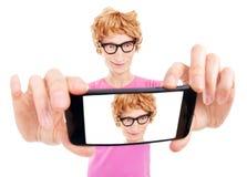 De grappige nerdy kerel neemt een zelfportret Royalty-vrije Stock Afbeelding