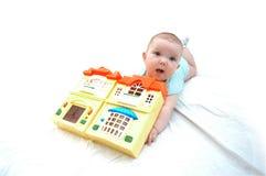 Met een speelgoed-huis Stock Afbeelding