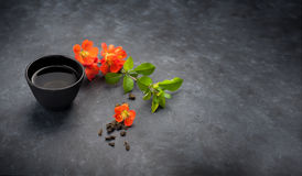 Met en forme de tasse le thé vert Photo stock