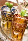 met en forme de tasse le thé marocain Images libres de droits