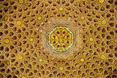 Met goud geplateerd plafond in fine hout eindig royalty-vrije stock afbeelding