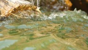 Met het lawaai van het water, de huidige rivier stock videobeelden