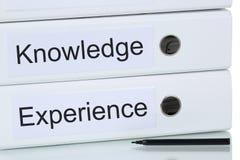 Met kennis en ervaring aan succes bedrijfsconcept stock foto