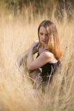 met lang rood blazend haar in openlucht Royalty-vrije Stock Fotografie