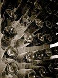 met le champagne en bouteille Photos stock
