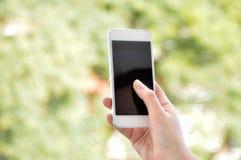 Met mijn telefoon in het park royalty-vrije stock foto's