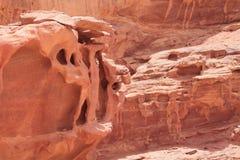 met rode caniongeologische formaties, Jordanië Stock Afbeelding