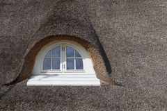Met stro bedekt dak Stock Foto's