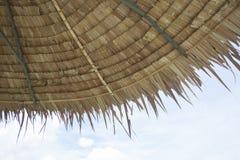 Met stro bedekt dak Stock Foto