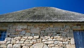 Met stro bedekt dak van oud Bretons huis Stock Foto