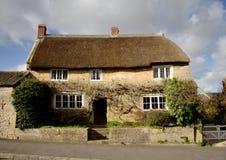 Met stro bedekt Middeleeuws Huis stock foto