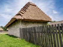 Met stro bedekt plattelandshuisje Royalty-vrije Stock Afbeeldingen