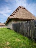 Met stro bedekt plattelandshuisje Stock Afbeelding