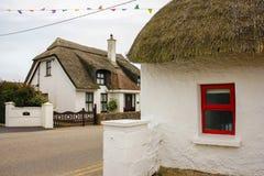 Met stro bedekt plattelandshuisje Kilmorekade provincie Wexford ierland stock foto