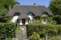 Met stro bedekt plattelandshuisje in Wherwell hampshire engeland Royalty-vrije Stock Afbeelding