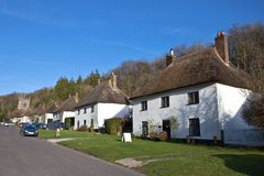 Met stro bedekte dakhuizen in Engels dorp Royalty-vrije Stock Foto