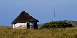 Met stro bedekte hut in platteland royalty-vrije stock foto's