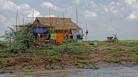 Met stro bedekte hut, Tonle-Sap, Kambodja Royalty-vrije Stock Fotografie