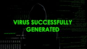 Met succes geproduceerd virus, mens in zwarte lancering malware, geheime gegevensaanval royalty-vrije stock foto