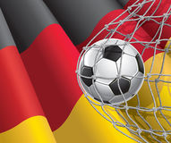 Meta del fútbol. Bandera alemana con un balón de fútbol. Foto de archivo
