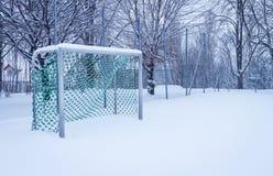 Meta del fútbol del invierno imagenes de archivo