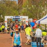 "Meta do †azul ""Roanoke de 2019 Ridge Marathon, Virgínia, EUA fotografia de stock"