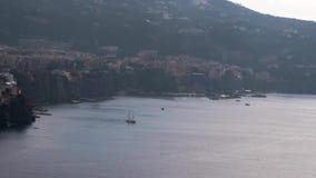 Meta, Sorrento, bahía portuaria, comune Nápoles, viaje, hoteles, nubes hermosas Viaje vacaciones a Europa, Italia, lapso de tiemp metrajes